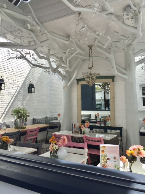 Elegant and Whimsical dining at Au Fudge. Photo by Jill Weinlein
