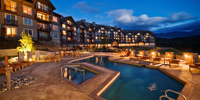 suncadia_accomodations_lodge_night CRPD700x350