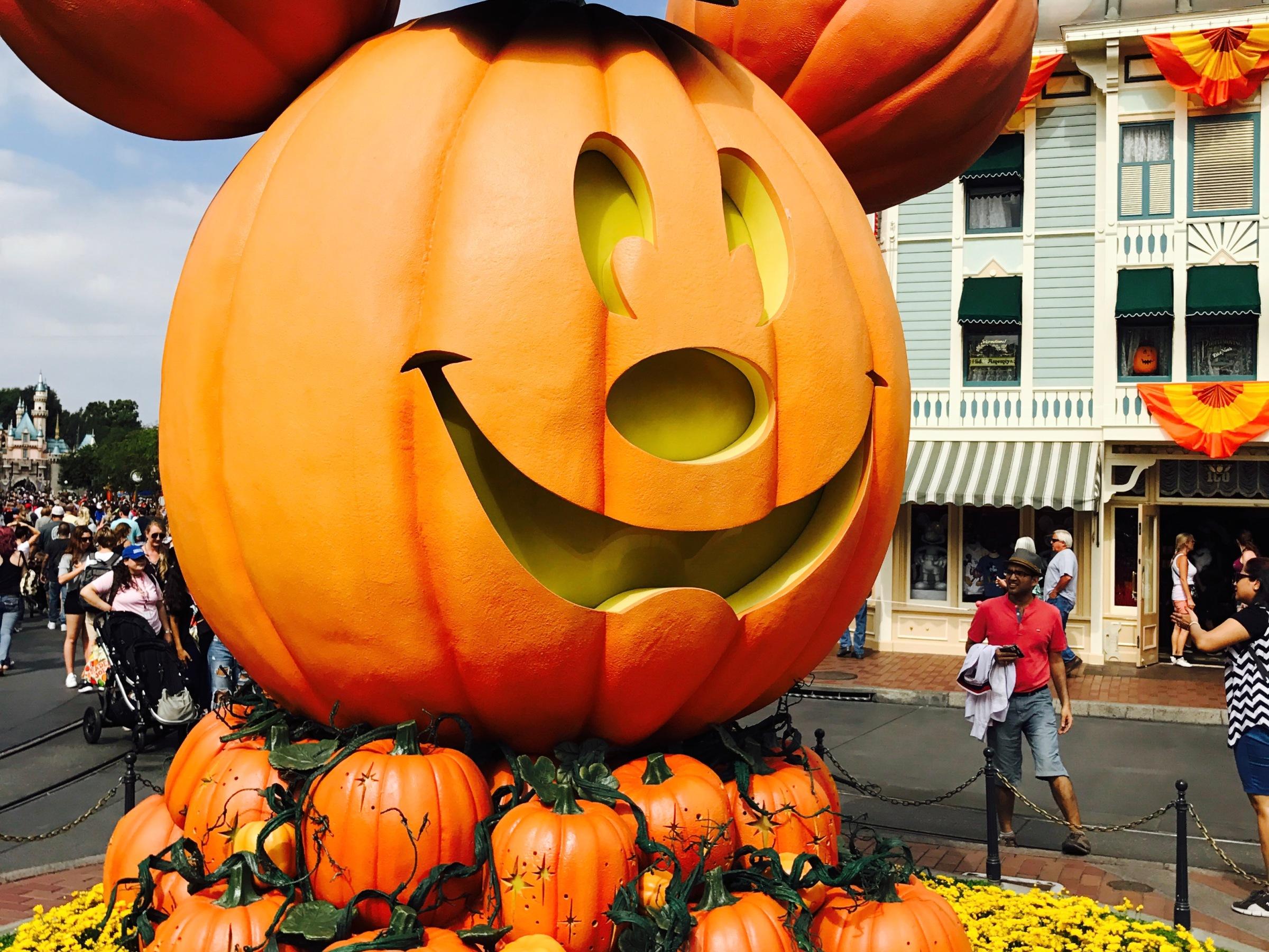 10 Halloween Treats at Disneyland & Disney's California Adventure ...